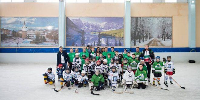 """""""Hockey day"""" на Ледената пързалка в Ботевград."""