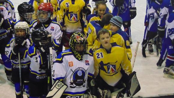 хокеен мач в помощ на бебе